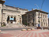 """Experienţă memorabilă la Universitatea """"Dunărea de Jos"""" : videomapping şi lasere pe faţada clădirii Universitătii"""